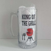 King Of The Grill - Large Glass Beer Mug With Vinyl, Father's Day