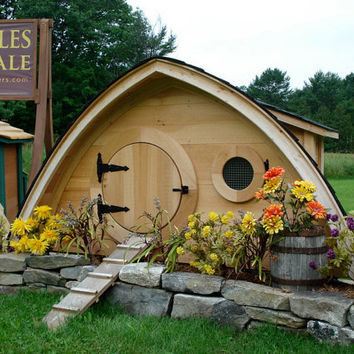 Hobbit Hole Chicken Coop: 10 square feet, removable washable floor liner, nesting box with exterior access, 4' perch, ventilation windows