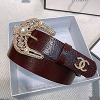 Gucci Leather belt with pearl Double C