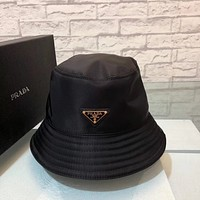 PRADA new retro men's and women's wild baseball cap