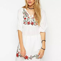 2016 Women Vintage Ethnic Floral Embroidery Blouse Loose Casual V-neck Mexican Puff Slv Long Tops Shirt Blusas Feminina WCS125