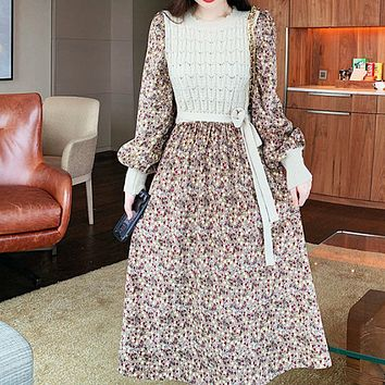 The new age-reducing stitching straps are thinner knitting fashion all-match corduroy floral dress
