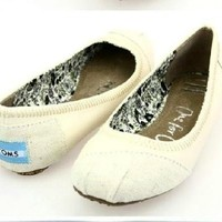 Toms ballet flat shoes / Cream fabric and leather / Size 7