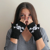 Halloween skull fingerless gloves. Black and white. W omen Teens Accessories - Fall and Winter Fashion