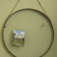 Round Chicken Wire Wall Frame, Photo Display, Memo Board, Jewelry Organizer, metal card holder, air plant frame
