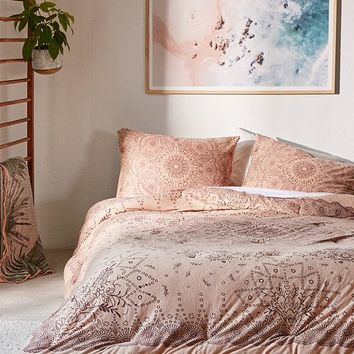 Amelia Medallion Jersey Comforter   Urban Outfitters