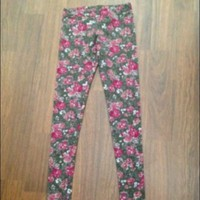 Brandy Melville Floral Print Leggings Flower Rose