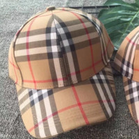 Fashionable men's and women's check caps