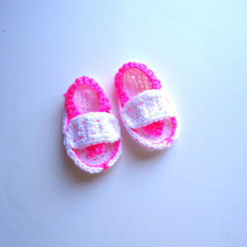 Pink and white baby flip flops, crochet baby shoes, baby sandals, baby slippers, ready to ship
