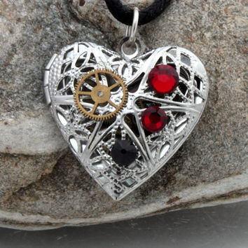 Steampunk locket silver plated filigree heart with by XercesArt