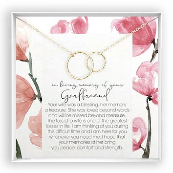 Girlfriend Memory  Linked Circles Necklace