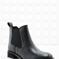 Deena & Ozzy Tabitha Chelsea Boots in Black - Urban Outfitters