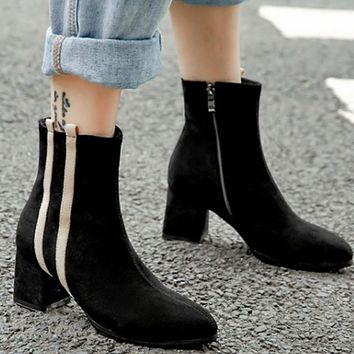 The new model is a hot seller, showing slim and ultra-hot pointy thick heel with matching color zipper and matte Martin boots for women