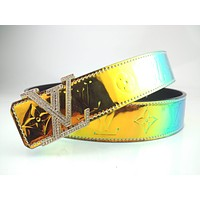 Louis Vuitton LV is a hot seller of men's fashionable and Presbyterian double-sided belts
