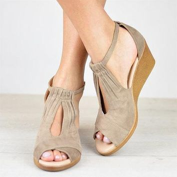 Hot-selling new fishmouth suede-like buckle slope heel side empty women's large size sandals 34-43
