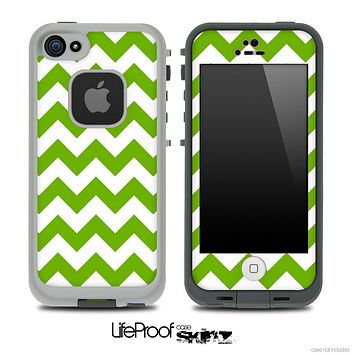 Hunter Green and White V2 Chevron Pattern Skin for the iPhone 5 or 4/4s LifeProof Case
