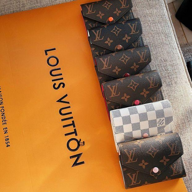 Image of Louis Vuitton LV Hot Selling Fashion Men's and Women's Printed Letter Button Inside Wallet
