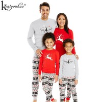 2017 New Christmas Pajamas Family Matching Clothes Sets Winter Mother Father And Son Christmas Outfits Suit Family Look Clothing