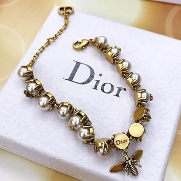 Dior Fashion New Bee More Pearl Personality Bracelet Women