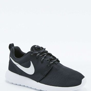 Nike Black and White Roshe Run Trainers - Urban Outfitters