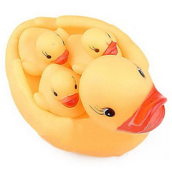 Bewitching Yellow Duck'S Family Lovely Safe Rubber Squeaky Baby Water Toys Hot Selling Classic Kids Bath Toy = 1695503620