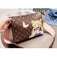 Louis Vuitton New Beauty Girl Cartoon Graffiti Washing Bag Clutch Bag Shoulder Messenger Bag