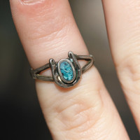 Vintage 40s Southwestern //  Horse Shoe Turquoise Inlay Ring // Sterling Silver // Native American // Midi Knuckle // Unsigned // Size 4