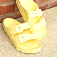 Beach Days Slides - Light Yellow