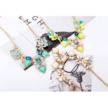 FLOWER POWER CHUNKY NECKLACE