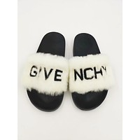Givenchy autumn and winter new plush warmth wear flat slippers White