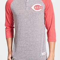 Men's Mitchell & Ness 'Cincinnati Reds - Hustle Play' Tailored Fit Henley, Size XX-Large - Grey
