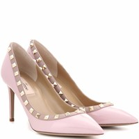 Rockstud patent leather pumps