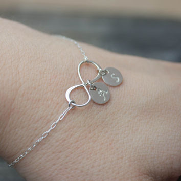 Personalized Infinity Bracelet - Sterling Silver Initial Bracelet . Mother of the Bride, Groom Gift . Wedding Jewelry . Bridesmaid Bracelets
