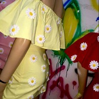 SWEET LORD O'MIGHTY! DAISY OFF SHOULDERS IN YELLOW