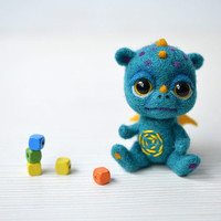 Mini baby dragon. Needle felted tiny dragon. Sweet monster. Cute fantasy creature. Fantastic beast. Fairy tale. Collectible toy.