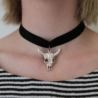 PYLO ANTIQUED COW SKULL CHOKER