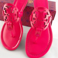Tory Burch Miller Sandals Thong Flip Flop Patent Leather Neon Pink 7.5 Fuchsia