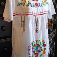 Mexican Style Tunic Top M White 100% India Thin Cotton Embroidered Boho Flowers