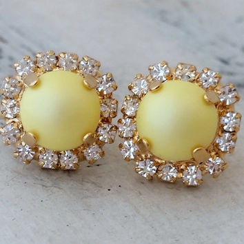 Blush yellow pearl crystal stud earrings, Pastel yellow Crystal Pearl earrings, Bridal earrings, Bridesmaid gifts, Powder yellow pearl studs