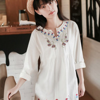 Embroidery Loose V NECK T-SHIRT