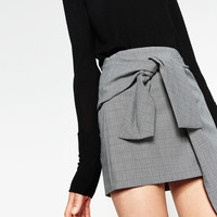 MINI SKIRT WITH A KNOT IN FRONT DETAILS