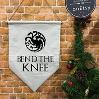 "Game of Thrones "" Bend the knee "" Stark or Targaryen Banner flag and hanging device, wall banner flag, wall hanging decoration funny gifts"