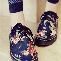 Lace Up Low Platform Flats with Floral Print from southlanecherry