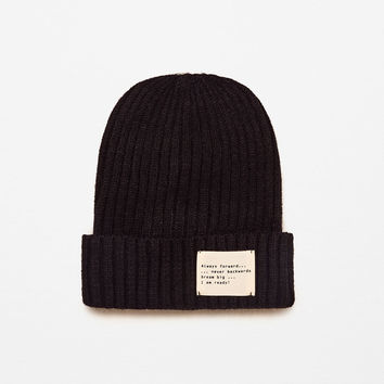 KNIT HAT WITH SLOGAN