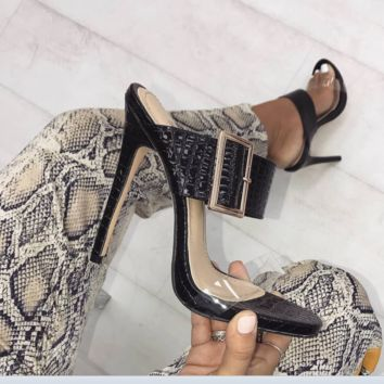 The new hot seller is high-heeled sandals with large buckle slippers