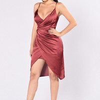 Show Off Dress - Burgundy