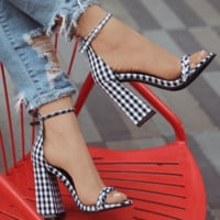 Hot style is a hot seller of plaid chunky sandals