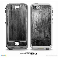 The Grunge Scratched Metal Skin for the iPhone 5-5s NUUD LifeProof Case for the LifeProof Skin