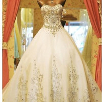 New Dreamy White Long Train Sweetheart Crystal Beading Wedding Dress