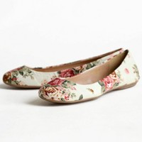 roses in the garden floral flats in beige